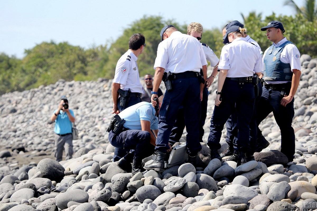 海域发现的飞机机翼残骸